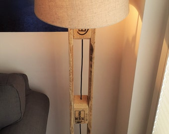 Floor lamp from Euro-pallets with lamp shade