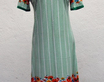 Vintage dress cotton / 70s / with flowers