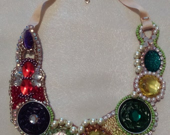 Multicolor embroidery type necklace