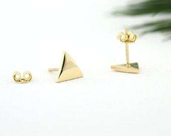 14K Gold Tiny Stud Earring/ Rose Gold Triangle Stud Earrings/ Made to Order Minimalist Earrings Gift/ Graduation Gift