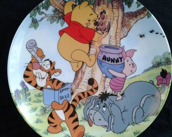 """Vintage Bradford Exchange Winnie the Pooh Collector Plate """"A Sticky Situation"""" Fun in 100 Acre Woods 6th plate in the series."""