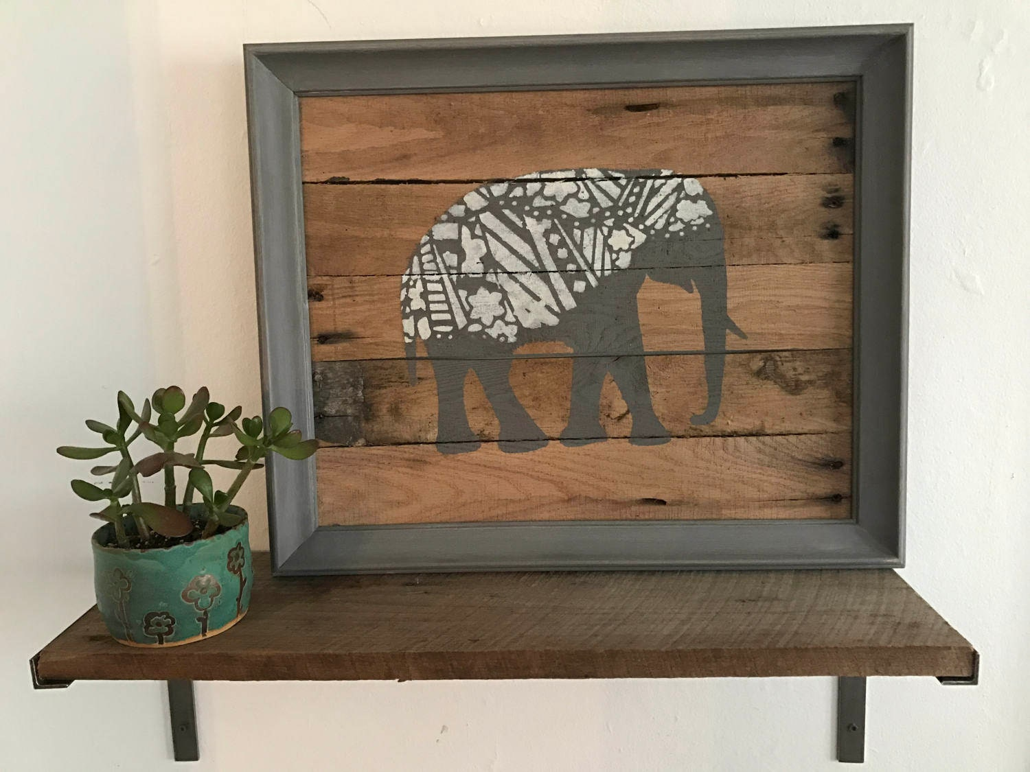 Elephant pallet wall hanging rustic pallet wall art re for Pallet wall decor