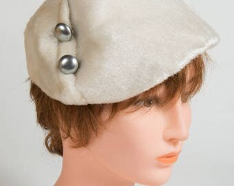 Hat year 50/60 white woman