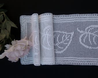 Crochet tablecloth runner
