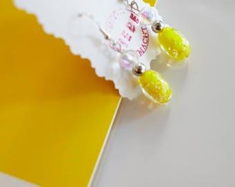 Statement in lemon yellow: striking fresh drops