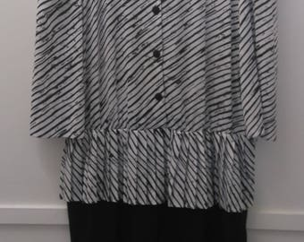 Vintage Size 30 Peplum Dress in Black and White