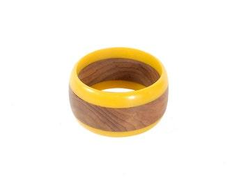 Vintage 50s Bracelet- 50s Bangle Bracelet - Plastic Bangle Bracelet - 50s Plastic Bangle - 50s Wooden Bangle - Yellow Bangle Bracelet - Wood