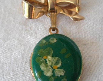 Small VINTAGE Green Flower Oval Metal Locket Costume Jewelry Bow Lapel Brooch Pin Pendant
