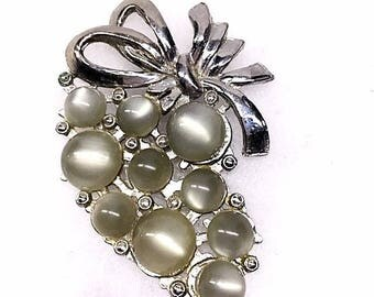 Vintage 1940s Grape Cluster Brooch Pin 40s Silver Gray Moon Glow Grapes Retro Modern Large MOONGLOW Cabochon Brooch Bow Top Costume Jewelry