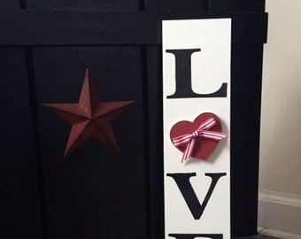 "24"" vertical LOVE sign with heart"