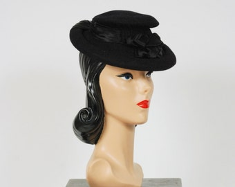 Vintage 1940s Hat - Smashing Neiman Marcus 40s Fur Felt Tilt Hat with Pleated Silk Charmeuse and Peaked Crown