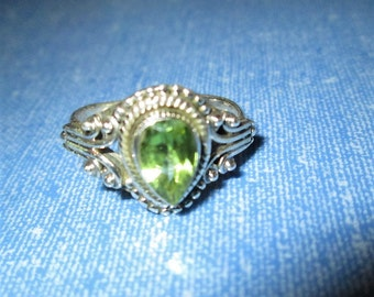 RING - PERIDOT - ORNATE - Teardrop  -  925 - Sterling Silver - size 6 1/2   green118