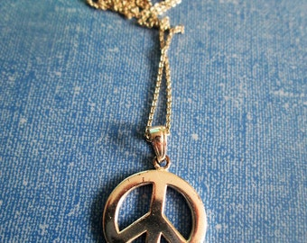 NECKLACE - PEACE SIGN - Sterling Silver - Estate Sale - 17 inch  chain necklace337