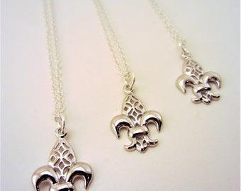 3 best friend necklace. Fleur de li necklaces. Fleur de lis jewelry. Set of 3. Silver necklace. Charm necklace. Best friend gift.
