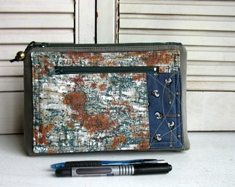 Large flat bottom case with two sections closed by a zipper closure, pencil case, medical kit, Desktop Organization