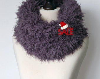 Christmas SALE 10% OFF Chunky infinity scarf. Faux fur infinity scarf. Faux fur snood in mouse grey. Faux fur neck warmer. Chunky scarf.