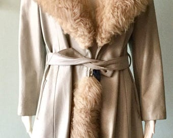 Vintage Late 1960s/Early 1970s Grey leather coat with huge Fur collar.