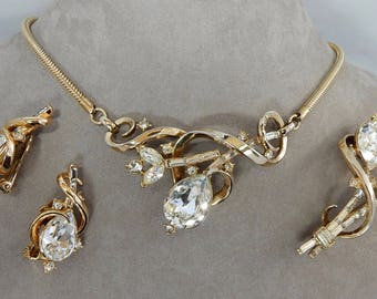 1951 TRIFARI 'Gem of India' Rhinestone Choker Necklace, Brooch & Earrings Parure by Alfred Philippe   OAH24