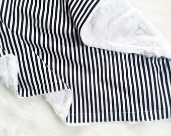Black and White Stripe faux fur baby blanket, minky baby blanket, gender neutral baby bedding, satin trim blanket