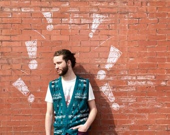 Free Shipping!: Vintage 1970s Mens Green Black Patterned Sweater Vest Cardigan Buttons