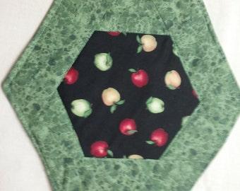 Apple mug rug quilted