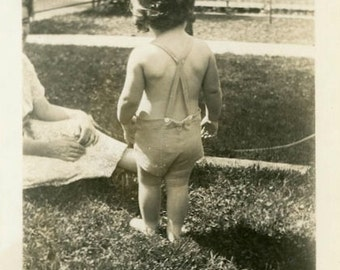 "Vintage Photo ""Backyard Moment with Mommy"" Snapshot Antique Photo Old Black & White Photograph Found Paper Ephemera Vernacular - 19"