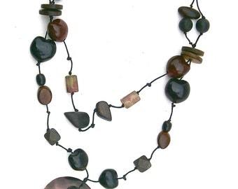 Vintage Kukui Nut Lei Wooden Necklace Hawaiian Black Dark Red Beads Shell Tropics Island Beach Island Resort Native Handicraft Tribe Ethnic