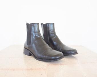 90s Minimal Black Leather Cap Toe Chelsea Boots / Women's Size 8.5 US - 39 Eur - 6.5 UK