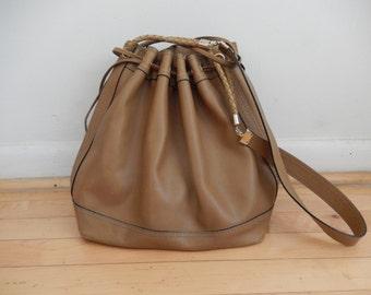 Vintage Bottega Veneta Taupe Leather Drawstring Shoulder Bag Purse Gold Hardware