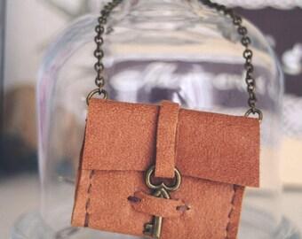 blythe bag, genuine leather bag, Vintage skeleton key pouch, boho style. Genuine leather, key closure. blythe clothes