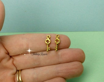 4 Key Charms Antique Gold Tone 16 x 5 mm - cg244