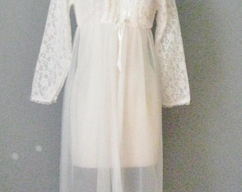 White Lace Robe / Vtg 60s / Belle Smith Lace and Sheer Chiffon Peignoir