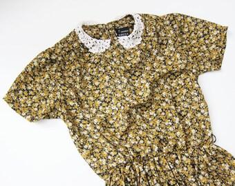Vintage Floral Dress / Lace Collar / Mustard Yellow Dress / Granny Dress / Peter Pan Collar /  Medium