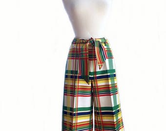 Vintage 70s plaid Gaucho pants/ wide leg pants/ red green yellow blue flare pants/ cropped hostess pants/ rainbow culottes/ Capri pants/