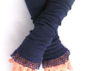 Arm warmers, fingerless gloves in Navy wool ruffle