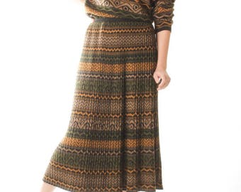 Vintage Two Piece Knit Dress Knitted Skirt Sweater Brown Green Striped Warm Winter Dress 70s 1970s / Women Size Medium Large US 8 US 10