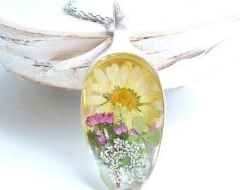Spoon Pendant, Pressed Flower Jewelry, Vintage Spoon Necklace, Wildflower Necklace, Nature Inspired, Yellow Daisy Necklace, Upcycled Jewelry