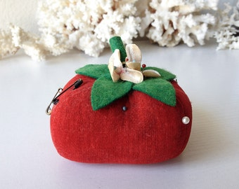 Vintage tomato pincushion red stuffed fruit veggie berry sewing notion pin cushion