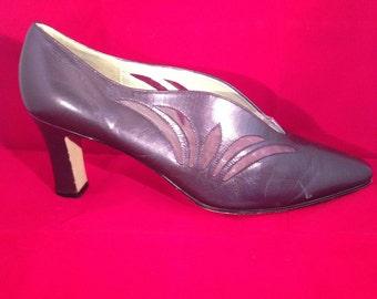 Vintage Cut-Out Pumps - Purple Leather