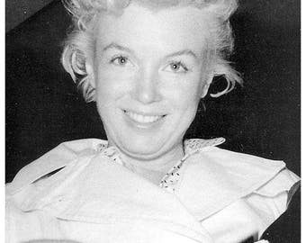 Marilyn Monroe out without makeup .