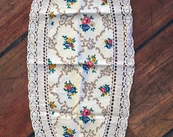 Charming SUPER SALE: Small Table Cloth/runner With Floral Pattern And Lace Borders