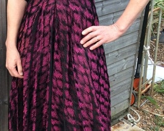 40s 50s Vintage dress / Black Dark Pink Shiny Dress / Dirndl Skirt / Slimuette Evening Dress  / Size Small