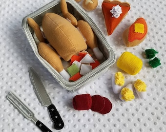 Play Food , Felt Food , Holiday Dinner Play Set , Turkey with Stuffing Pocket and Detachable Parts , Thanksgiving Meal with All the Fixings