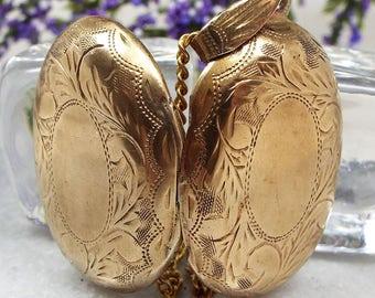 Vintage / Beautiful Gold Gilt Ornate Engraved Oval Photo Locket Pendant Necklace