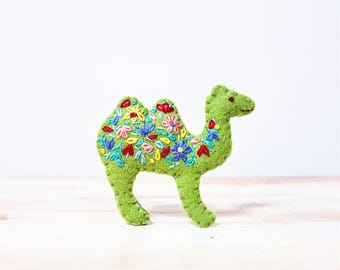 Camel Brooch. Green Felt Brooch. Embroidered Desert Animal. Cute Animal Jewelry. Floral Hand Embroidery. Embroidered Pin.