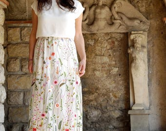 Long skirt embroidered with multicolored flowers, bohemian trend, perfect for a summer ceremony. Flower lace / Embroidery