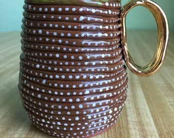 Red clay dots mug with gold handle