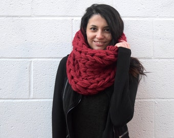Chunky red scarf | Knitted wool scarf | Chunky winter scarf | Winter accessories | hand knit cowl | Hot wool scarf | Handmade cowl