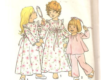 VINTAGE Simplicity 6685 - Children's Clothes - Toddler's Robe, Nightgown & Pajamas, Size 3