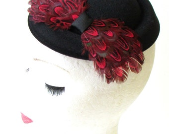 Black Red Pheasant Feather Pillbox Hat Fascinator Hair 1940s Vintage Races 1204